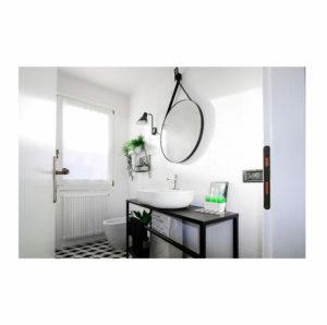 Ristrutturazione bagno piccolo biancoenero er interior design - Ristrutturazione bagno piccolo ...